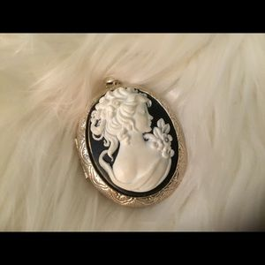 Jewelry - Cameo Pendant Will Include Snake Chain Sterlin